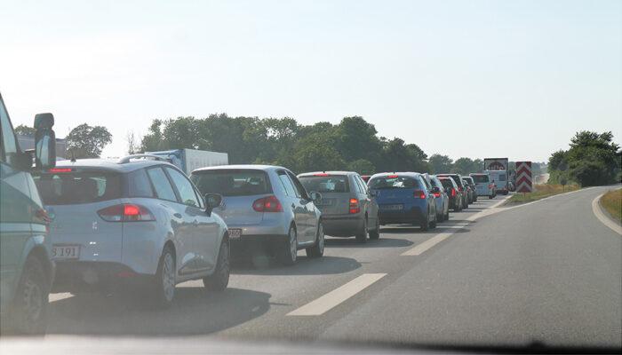 Er det en arbejdsskade, hvis man kommer til skade under transport til og fra arbejde?